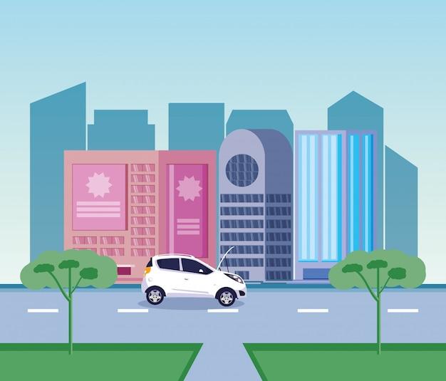 Auto sulla strada di fronte agli edifici