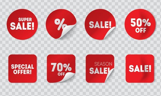 Autoadesivi rossi di vendita realistica con le ombre isolate sul fondo della trasparenza. etichette o etichette adesive rotonde e quadrate con sconti e offerte speciali