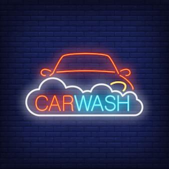 Autolavaggio testo al neon, automobile e schiuma. insegna al neon, pubblicità luminosa di notte
