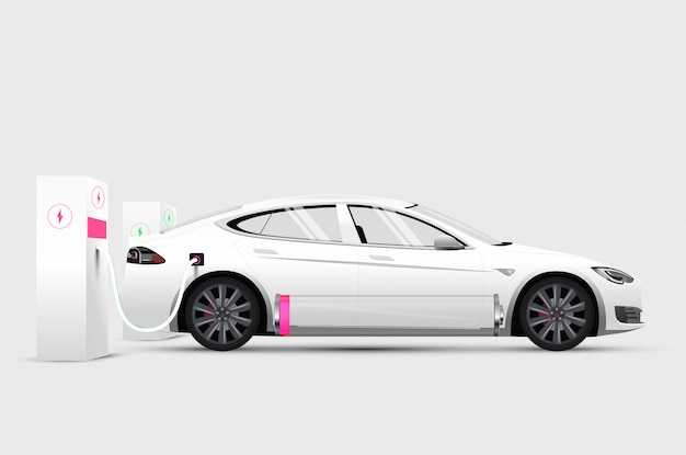 Automobile elettrica bianca alla stazione di ricarica con batteria scarica