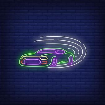 Automobile sportiva che guida insegna al neon veloce