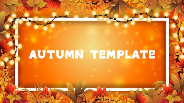 Autunno modello di progettazione in bianco con una cornice lineare decorata con una ghirlanda e una cornice di foglie d'autunno. layout autunnale vuoto per la tua creatività