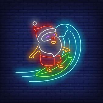 Babbo natale sulla tavola da surf insegna al neon