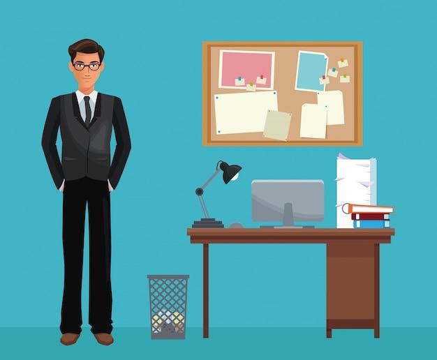 Bacheca dello scrittorio dello spazio di lavoro di ufficio di vetro dell'uomo