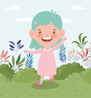 Bambina felice nel paesaggio del campo