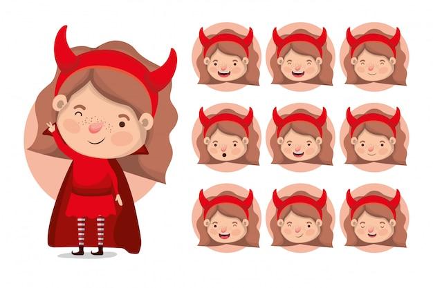 Bambine sveglie con i costumi dei diavoli