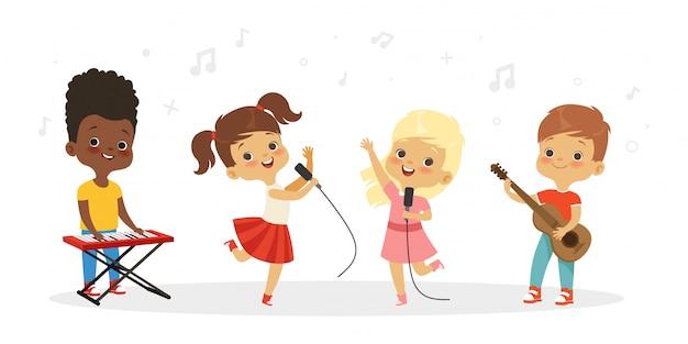 Bambini che cantano. coro di bambini carini. illustrazione di gruppo vocale per bambini