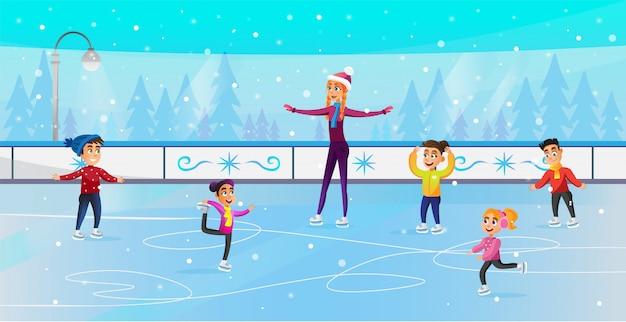 Bambini che fanno pattinaggio di figura nel parco di pattinaggio su ghiaccio piatto.
