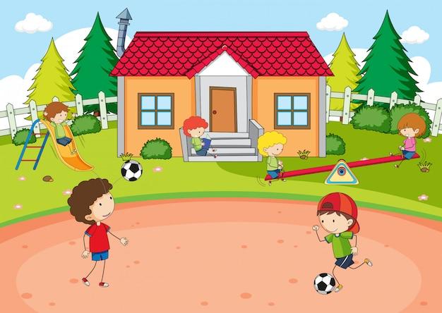 Bambini che giocano a casa