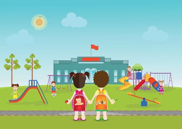 Bambini che giocano sul parco giochi con attrezzature