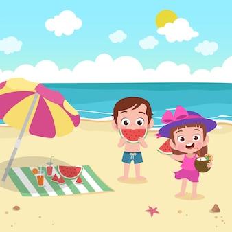 Bambini che giocano sull'illustrazione della spiaggia