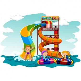 Bambini che hanno divertimento sul mare