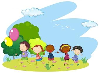 Bambini che si tengono per mano nel parco