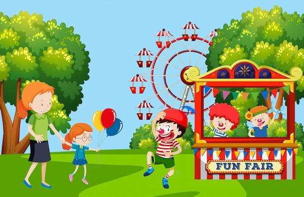 Bambini che visitano la fiera del divertimento