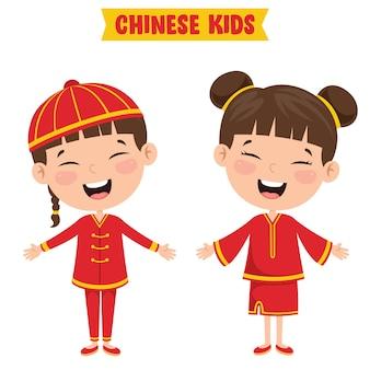 Bambini cinesi che indossano abiti tradizionali