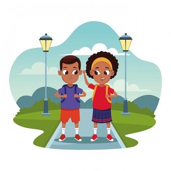 Bambini della scuola con cartoni animati zaino