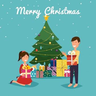 Bambini felici che aprono i regali di natale vicino all'albero di natale.