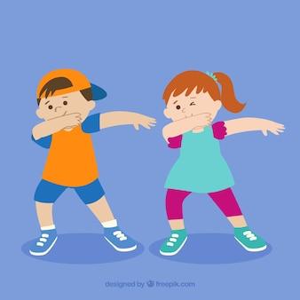 Bambini felici facendo tamponando