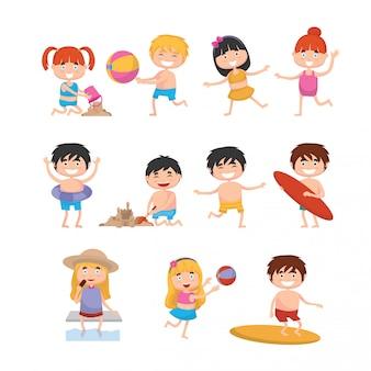 Bambini felici sulla spiaggia