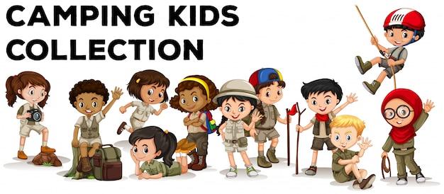 Bambini in attrezzatura da campeggio