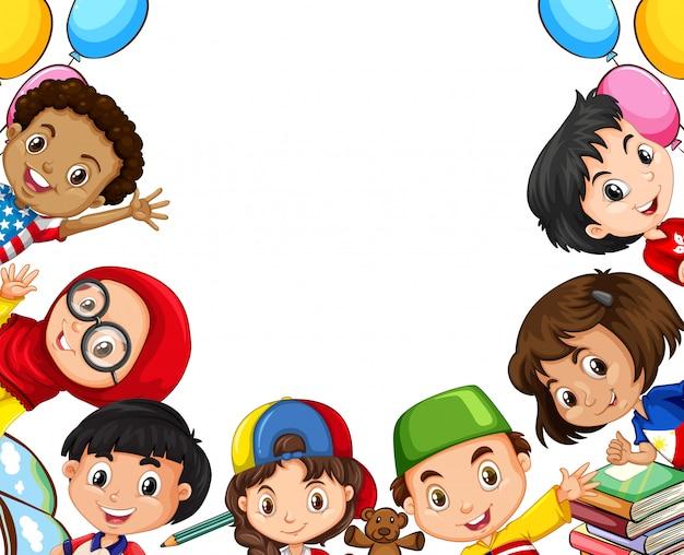 Bambini internazionali e oggetti scolastici