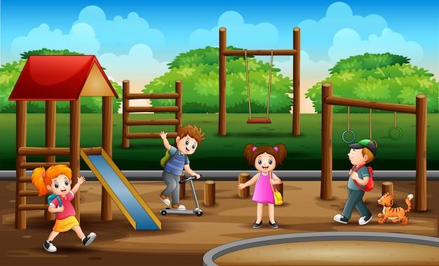 Bambini nell'illustrazione del campo da giuoco