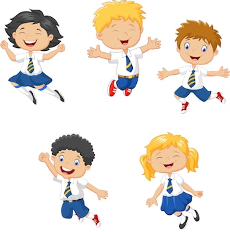 Bambini piccoli che sorridono e che saltano insieme