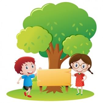 Bambini sotto un disegno albero