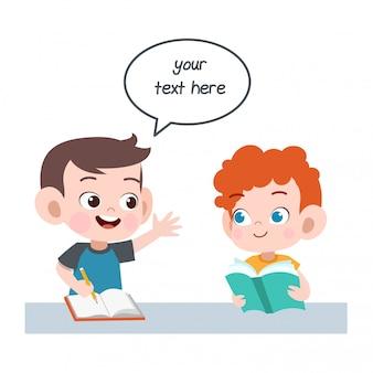Bambini studiano