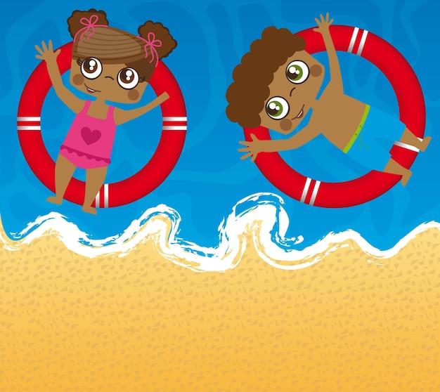 Bambini sul mare con galleggianti
