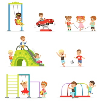 Bambini svegli del fumetto che giocano e che si divertono all'insieme del campo da giuoco delle illustrazioni