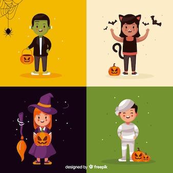 Bambini vestiti come collezione di carte di creature di halloween