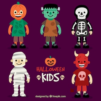 Bambini vestiti per una festa di halloween