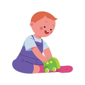 Bambino che gioca felicemente con i giocattoli