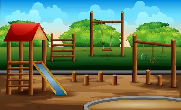 Bambino di legno del plaground alla natura