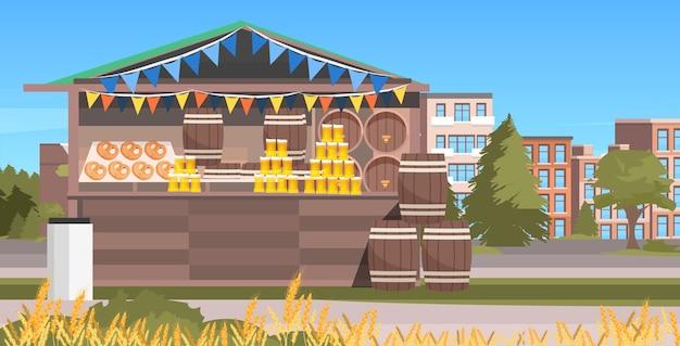Bancarella di legno con festa della birra octoberfest