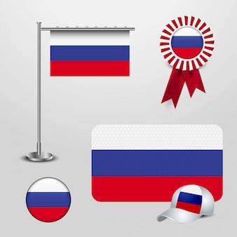 Bandiera del paese della russia che appende sul palo, insegna del distintivo del nastro, cappello di sport e bottone rotondo