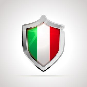 Bandiera dell'italia proiettata come uno scudo lucido