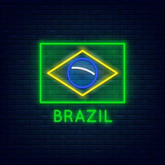 Bandiera minimalista al neon del brasile al muro di mattoni