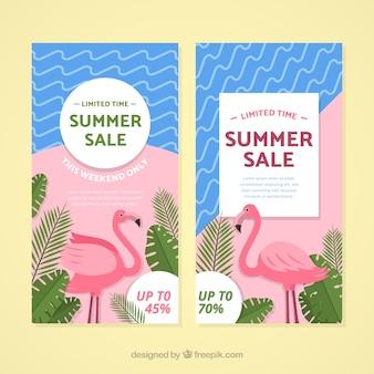 Bandiere di vendita di estate con elementi di spiaggia
