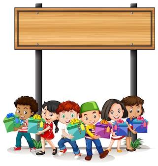 Banner con bambini che tengono presenti