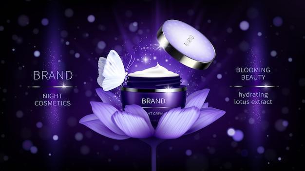 Banner cosmetico con realistico vaso viola aperto per crema per la cura della pelle sul loto