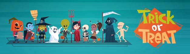 Banner di halloween felice con mostri simpatico cartone animato. dolcetto o scherzetto
