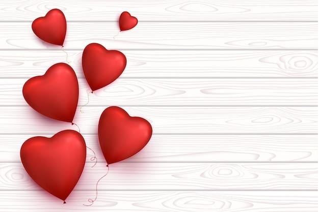 Banner di legno vuoto con palloncini cuore isolato. sfondo romantico.