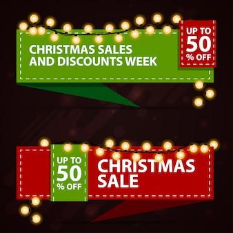 Banner di sconto di natale a forma di nastri. modelli rossi e verdi con decorazioni natalizie