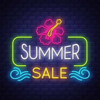 Banner di vendita di estate. insegna al neon.