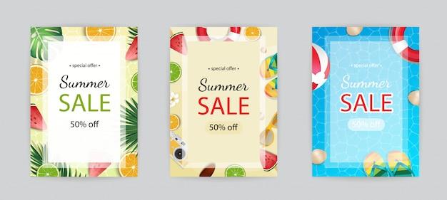Banner tropicale con spiaggia di sabbia, acqua, foglie e frutta, gelato.