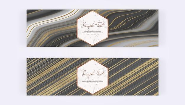 Banner web con liquido glitter nero e grigio, pittura a inchiostro dorato e struttura in marmo.