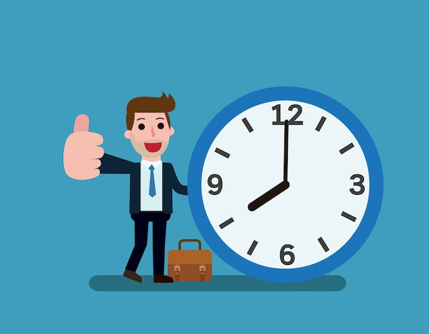 Basamento felice dell'uomo d'affari che si appoggia al grande orologio