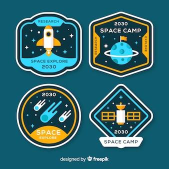 Bella collezione di badge spaziali con design piatto
